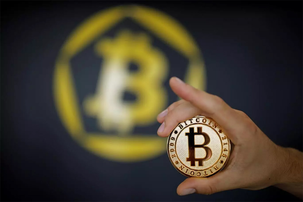 World's Best-known Cryptocurrency Surpasses $8,000